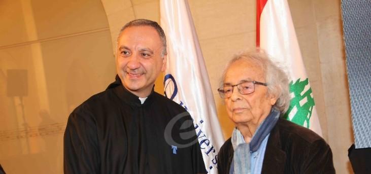 أدونيس في تكريمه في لبنان يتوقع دوراً ريادياً لـ بيروت